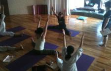 提高身体柔韧性的瑜伽动作分享,瑜伽可以解决你的困扰,通过在瑜伽中的动作