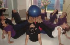 强身健体还瘦身的瑜伽体式练习,瑜伽反战士式就给人一种活力、积极乐观和健