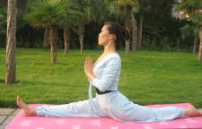 怎样练习瑜伽的重心呢,瑜伽也有根,它是力的起始点,做好这所有的体式,必