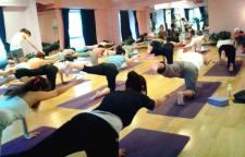 新月式瑜伽体式练习教程分享,瑜伽,是一种生活态度。坚持下去,你会收获不