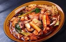 哪里有教做冒菜技术培训班,冒菜制造中对辣椒的选用有着特别的要求,尤以川