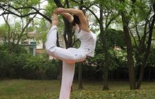孕期和产后的瑜伽该怎么练习呢,瑜伽体式。之后可以动作较温和地练习瑜伽体