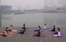 拉伸经络改善体态的瑜伽体式