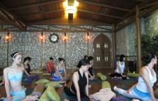 几个经典瑜伽造型看看你是否也能做到,瑜伽照,好是在家里也能拍出高大上感