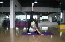 4个经典的瑜伽体式缓解肩膀和上背部僵硬