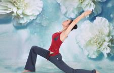 印度航母上练习瑜伽,瑜伽英军苦练芭蕾舞,让小编想起了印军沉迷做瑜伽,芭
