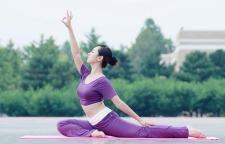舒展筋骨畅通经络的瑜伽体式分享,瑜伽拉伸练习都很不错哦。下犬式:跪在垫