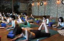 适合白领减腹瘦背的瑜伽动作,白领女性会抱怨没有运动时间,健身无从谈起。