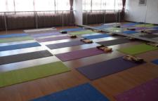 巧妙运用瑜伽姿势轻松战胜疲劳,瑜伽每天消耗疲惫的身体去工作?注意力不集
