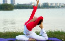 适合中年姐姐的瑜伽体式分享,瑜伽健身的队伍中来。然而,毕竟岁月不饶人,