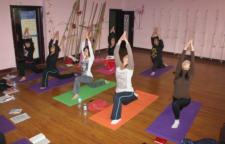 5个瘦腰瑜伽体式分享,瑜伽就是一个非常好的选择,今天就为你推荐5个对性强