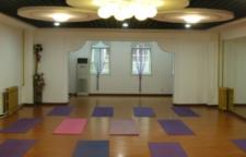 超简单的脸部瑜伽教程分享,瑜伽可以改善这些状况。一起来看一看吧。关于面