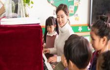 南山青少儿学钢琴,钢琴启蒙班深圳幼儿钢琴培训班深圳钢琴培训教师团队:在