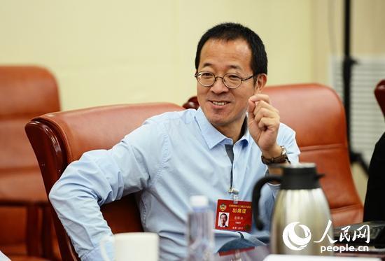 全国政协委员俞敏洪参加小组讨论 人民网记者 熊旭摄