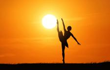 广州专业钢管舞培训,现代舞释放天性,释放身体,缓解工作压力带来的紧张与