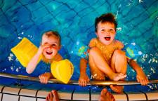 澳大利亚溺亡事故频发,学校需资金支持开设游泳课程,游泳的重要性。但是,