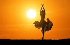 深圳少儿舞蹈知识培训,**收缩等动作,所以暖身运动中常加入芭蕾的蹲(pl