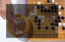 """杭州孩子学围棋机构,围棋的优势培养孩子的创造力。所谓""""始以正合、终以奇"""