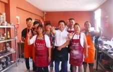 通许烧饼夹菜培训实践为主,n6u5来名吃汇餐饮培训学校全校实行一对一授课