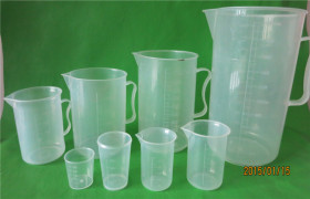 厂家供应30ml塑料量杯 塑料量筒 带刻度量杯量筒