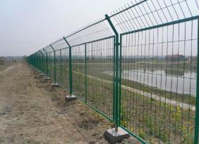 廠家供應雙邊絲護欄網 浸塑鐵絲護欄網