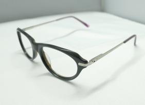 板材架配金属脚,时尚女款镜架,可定制各种镜片。