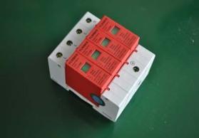 电源防雷器3P N40kA和20ka区别