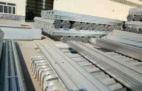 专业生产热镀锌波形护栏板厂家