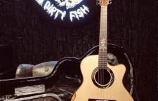 深圳美丽达木吉他,脏鱼吉他做工精致