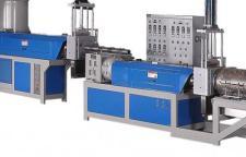 华特塑机 多年来不断进行开拓创新 始终站在塑料机械行业前沿