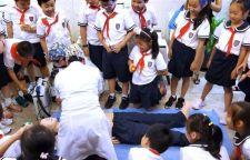 二年级学生学急救 平南小学亲子活动走进光博士