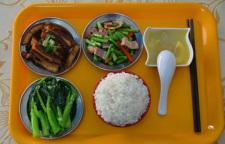 新鲜蔬菜及时送达,保证饭菜的美味和营养
