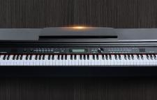 三伏天乘风破浪中暑,还是在家弹电钢琴吧!
