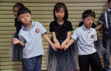 捣土取坯泥,传善播真爱--烁烁少儿陶艺走进仁爱学校