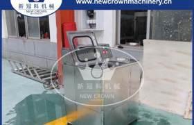 新冠科机械供应半自动拔盖刷桶机饮料生产清洗刷桶拔盖机可定制