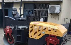 熱銷壓路機座駕式壓路機